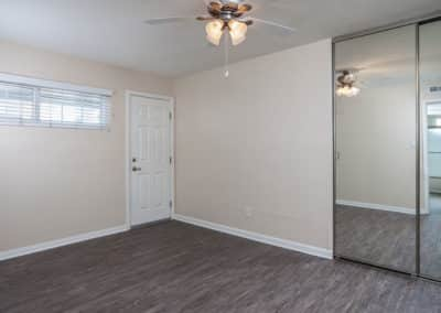 empty-bedroom-with-ceiling-fan-and-closet
